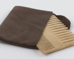 NIT COMB - IN LEATHER CASE